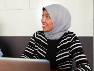 A Shidler MBA student wears a hajib (headscarf).